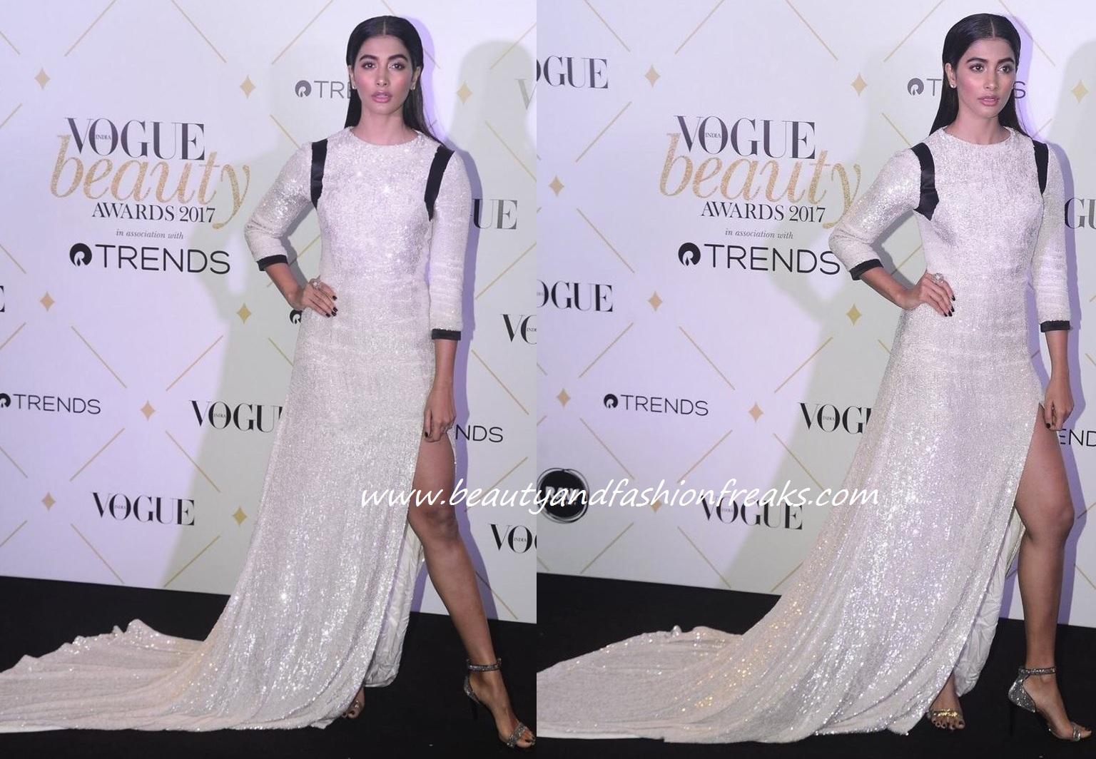 Fashion Beauty Awards: Pooja Hegde In Hasan Hejazi At Vogue Beauty Awards 2017